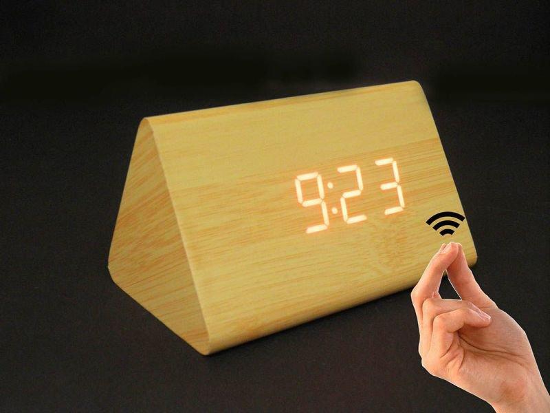 a281e83d26b Relogio Digital Sensor Som Alarme Termometro Madeira Clara ...